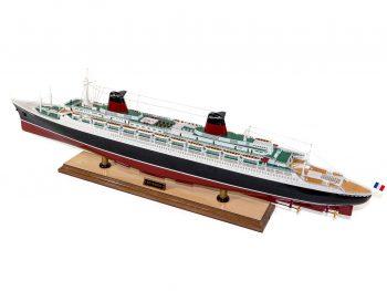 Maquette d'exposition entièrement montée –Mistral Maquettes - Le France - 104 cm - vue globale bâbord arrière