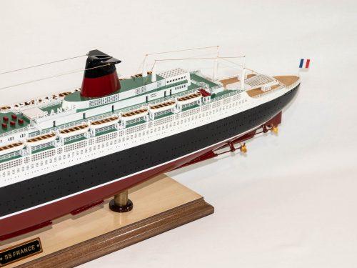 Maquette d'exposition entièrement montée – Mistral Maquettes - Le France - 104 cm - vue latérale bâbord arrière