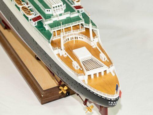 Maquette d'exposition entièrement montée – Mistral Maquettes - Le France - 104 cm - vue plongeante pont arrière