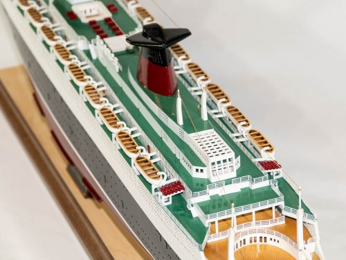 Maquette d'exposition entièrement montée – Mistral Maquettes - Le France - 104 cm - vue plongeante pont supérieurs arrières