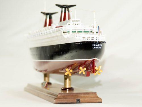 Maquette d'exposition entièrement montée – Mistral Maquettes - Le France - 104 cm - vue poupe