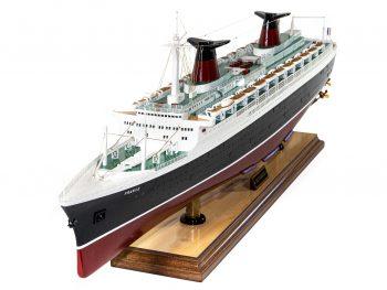 Maquette d'exposition entièrement montée –Mistral Maquettes - Le France - 104 cm - vue proue bâbord