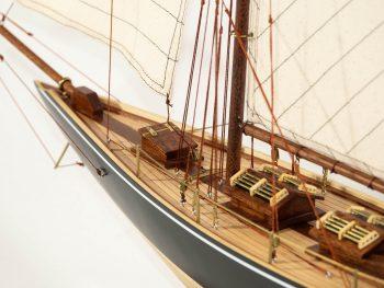 Maquette d'exposition entièrement montée –Mistral Maquettes - Le Pen Duick - 74 cm - vue détaillée pont avant