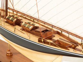 Maquette d'exposition entièrement montée –Mistral Maquettes - Le Pen Duick - 74 cm - vue détaillée pont central