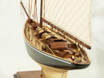 Maquette d'exposition entièrement montée –Mistral Maquettes - Le Pen Duick - 74 cm - vue poupe
