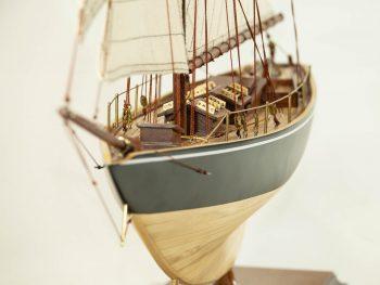 Maquette d'exposition entièrement montée –Mistral Maquettes - Le Pen Duick - 74 cm - vue proue 2