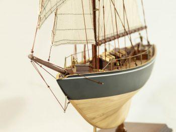 Maquette d'exposition entièrement montée –Mistral Maquettes - Le Pen Duick - 74 cm - vue proue