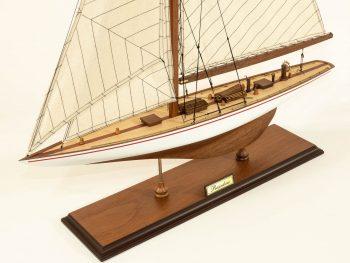 Maquette d'exposition entièrement montée –Mistral Maquettes - Le Rainbow - 62 cm - vue plongeante bâbord avant