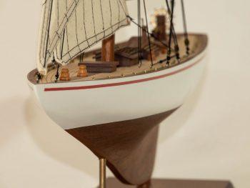 Maquette d'exposition entièrement montée –Mistral Maquettes - Le Rainbow - 62 cm - vue proue