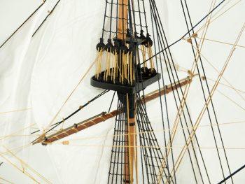 Maquette d'exposition entièrement montée – Mistral Maquettes - Le Royal Louis - 94 cm - vue hune de mât