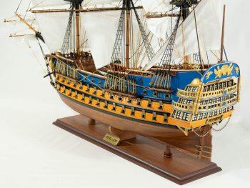 Maquette d'exposition entièrement montée – Mistral Maquettes - Le Royal Louis - 94 cm - vue latérale bâbord arrière