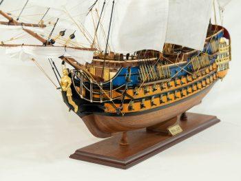 Maquette d'exposition entièrement montée – Mistral Maquettes - Le Royal Louis - 94 cm - vue latérale bâbord avant