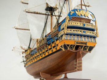 Maquette d'exposition entièrement montée – Mistral Maquettes - Le Royal Louis - 94 cm - vue plongeante poupe