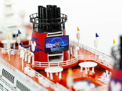 Maquette d'exposition entièrement montée – Mistral Maquettes - Ocean Disney Liner - 80 cm - Gros plan pont central