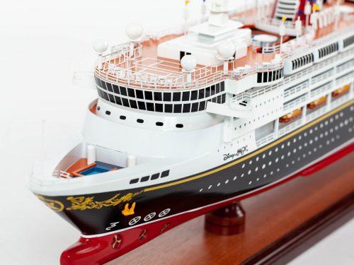 Maquette d'exposition entièrement montée – Mistral Maquettes - Ocean Disney Liner - 80 cm - Vue avant