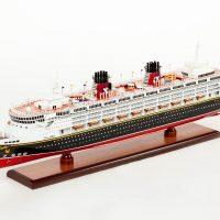 Maquette d'exposition entièrement montée – Mistral Maquettes - Ocean Disney Liner - 80 cm - Vue globale babord avant