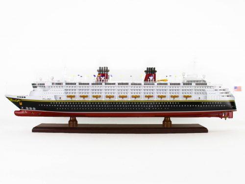 Maquette d'exposition entièrement montée – Mistral Maquettes - Ocean Disney Liner - 80 cm - Vue latérale babord