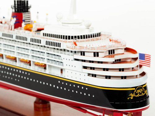 Maquette d'exposition entièrement montée – Mistral Maquettes - Ocean Disney Liner - 80 cm - vue babord arrière
