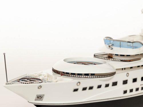 Maquette d'exposition entièrement montée – Mistral Maquettes - Pelorus - 90 cm - Vue babord plage avant