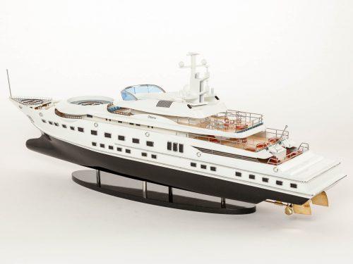 Maquette d'exposition entièrement montée – Mistral Maquettes - Pelorus - 90 cm - Vue globale babord arrière