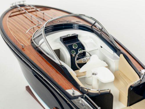 """Maquette d'exposition entièrement montée – Mistral Maquettes - Cruiser """"Rama"""" - 68 cm - vue plongeante latérale babord"""