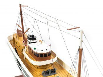 Maquette d'exposition entièrement montée - Mistral Maquettes – Le Sirius - 66 cm - vue plongeante timonerie