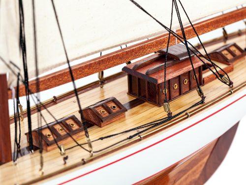 Maquette d'exposition entièrement montée – Mistral Maquettes - Shamrock - 62 cm - vue détaillée pont central