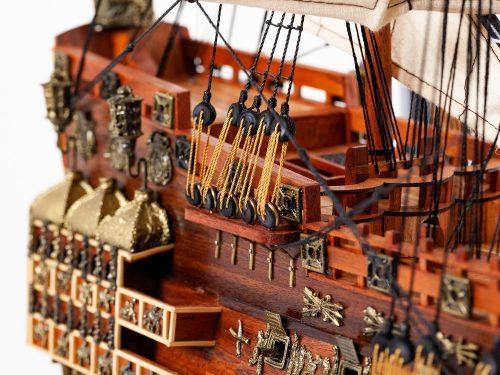 Maquette d'exposition entièrement montée – Mistral Maquettes - Sovereign of the seas - 95 cm - vue arrière tribord