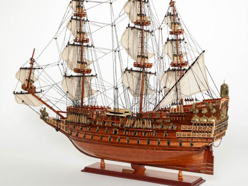 Maquette d'exposition entièrement montée – Mistral Maquettes - Sovereign of the seas - 95 cm - vue latérale bâbord
