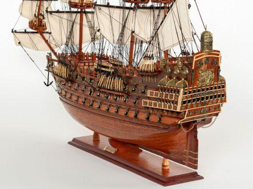 Maquette d'exposition entièrement montée – Mistral Maquettes - Sovereign of the seas - 95 cm - vue latérale bâbord arrière