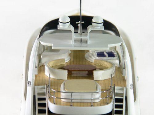 Maquette d'exposition entièrement montée – Mistral Maquettes - Sun Glider - 88 cm - vue plongeante pont central