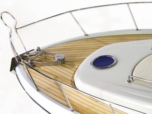 Maquette d'exposition entièrement montée – Mistral Maquettes - Sunseeker - 88 cm - vue avant détaillée