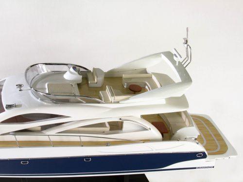 Maquette d'exposition entièrement montée – Mistral Maquettes - Sunseeker - 88 cm - vue babord arrière