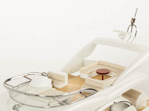 Maquette d'exposition entièrement montée – Mistral Maquettes - Sunseeker - 88 cm - vue babord pont supérieure