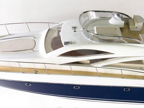 Maquette d'exposition entièrement montée – Mistral Maquettes - Sunseeker - 88 cm - vue centrale babord
