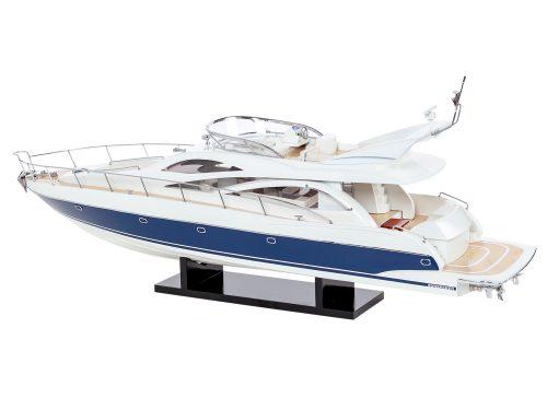 Maquette d'exposition entièrement montée - Mistral Maquettes - Sunseeker - 88 cm - vue latérale babord