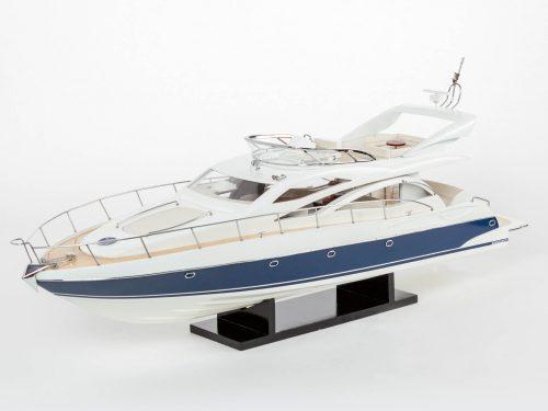 Maquette d'exposition entièrement montée – Mistral Maquettes - Sunseeker - 88 cm - vue latérale babord avant