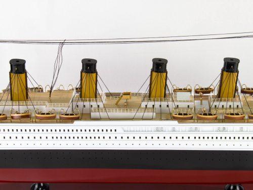 Maquette d'exposition entièrement montée – Mistral Maquettes - Titanic - 101 cm - vue centrale babord