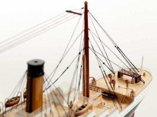 Maquette d'exposition entièrement montée – Mistral Maquettes - Titanic - 101 cm - vue plongeante pont arrière