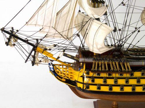 Maquette d'exposition entièrement montée – Mistral Maquettes - Victory - 87 cm - vue bâbord avant