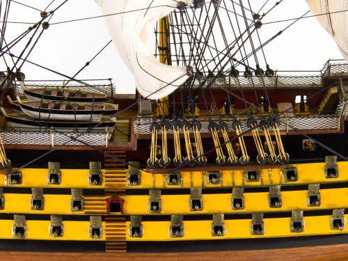 Maquette d'exposition entièrement montée – Mistral Maquettes - Victory - 87 cm - vue bâbord pont central