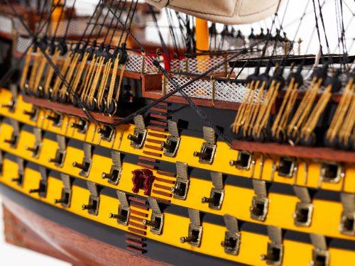Maquette d'exposition entièrement montée – Mistral Maquettes - Victory - 87 cm - vue centrale babord