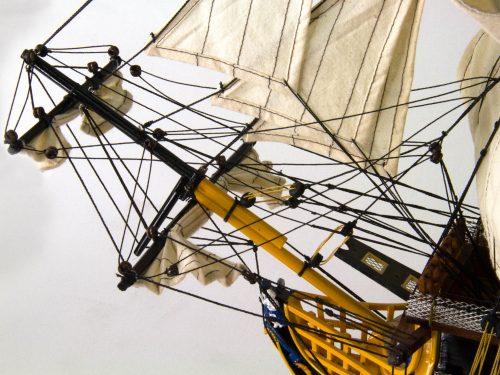 Maquette d'exposition entièrement montée – Mistral Maquettes - Victory - 87 cm - vue mat de beaupré