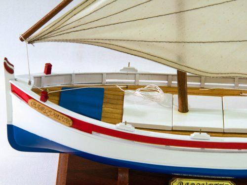 Maquette d'exposition entièrement montée – Mistral Maquettes - barquette - 35 cm - vue babord avant