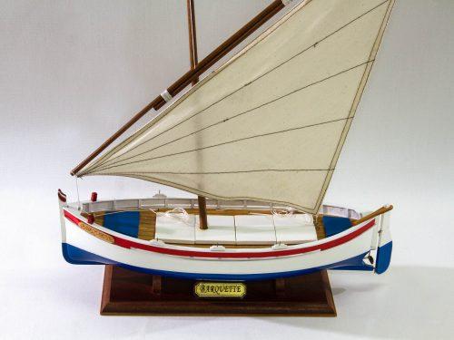 Maquette d'exposition entièrement montée – Mistral Maquettes - barquette - 35 cm - vue plongeante babord