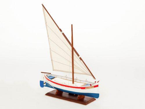 Maquette d'exposition entièrement montée – Mistral Maquettes - barquette - 35 cm - vue latérale tribord avant