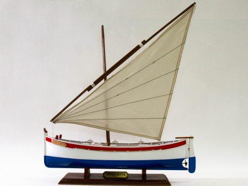Maquette d'exposition entièrement montée – Mistral Maquettes - barquette - 35 cm - vue latérale babord