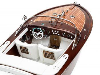 """Maquette d'exposition entièrement montée - Mistral Maquettes - Runabout """"Aqua"""" blanc - 90 cm – vue plongeante tribord cockpit"""