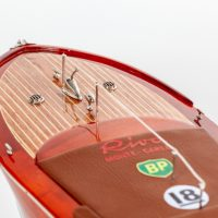 Maquette de collection montée du canot à moteur Montecarlo (70 cm), vue détaillée de la proue