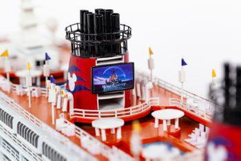 Maquette de collection montée du paquebot de croisière Disney Magic (80 cm), gros plan des ponts supérieurs